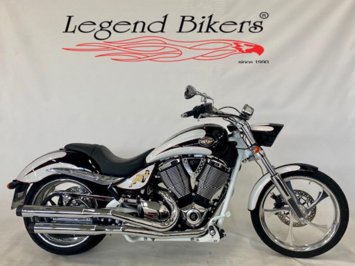 Vendita VICTORY VEGAS JACKPOT  - 553    Legend Bikers * Concessionario Indian a Bergamo